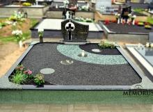 Kapavietės tvarkymas akmenukais ir kapo dekoravimas augalais Kauno rajone