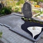 Kapavietės tvarkymas akmenukais ir kapo dekoravimas daugiamečiais augalais Šiauliuose