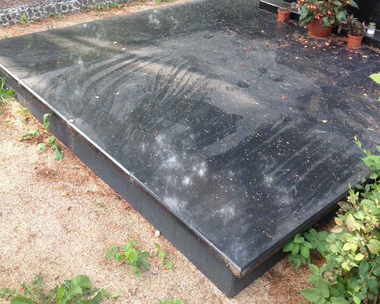 Kapavietės padengtos plokšte nuotrauka po kapo sutvarkymo darbų