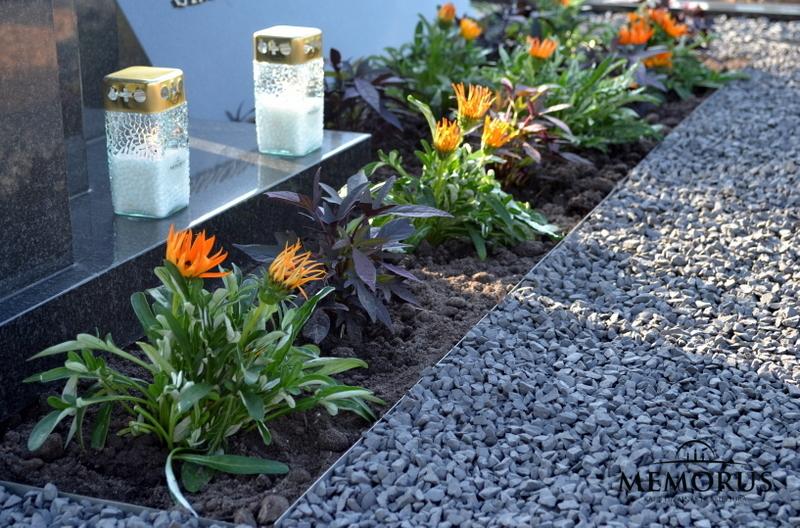 Kapo tvarkymas su žvakėmis ir pasodintais vienmečiais augalais Klaipėdoje