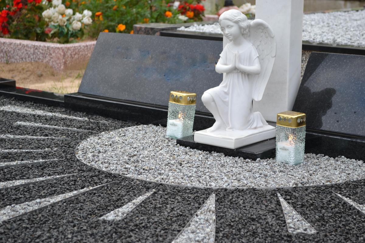 Kapo tvarkymo dizaino nuotrauka su baltu angelo paminklu Vilniuje
