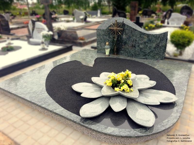 paminklas kapui-lelija