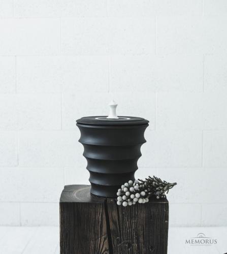 moderni banguota urna baltos spalvos dekoru