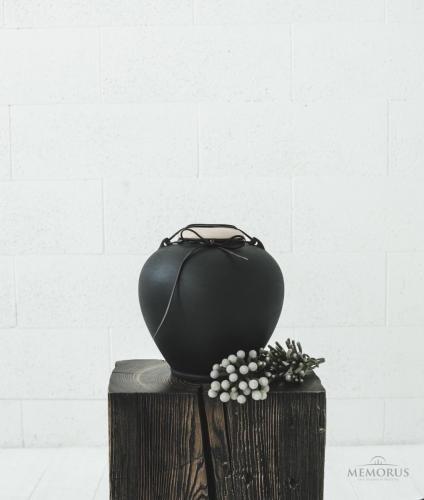 ovali urna su odine juostele ir kreminės spalvos dangteliu