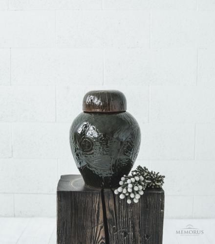 rudai žalsva urna su glazūra ir raštais
