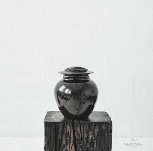 tamsiai ruda rytietiška urna