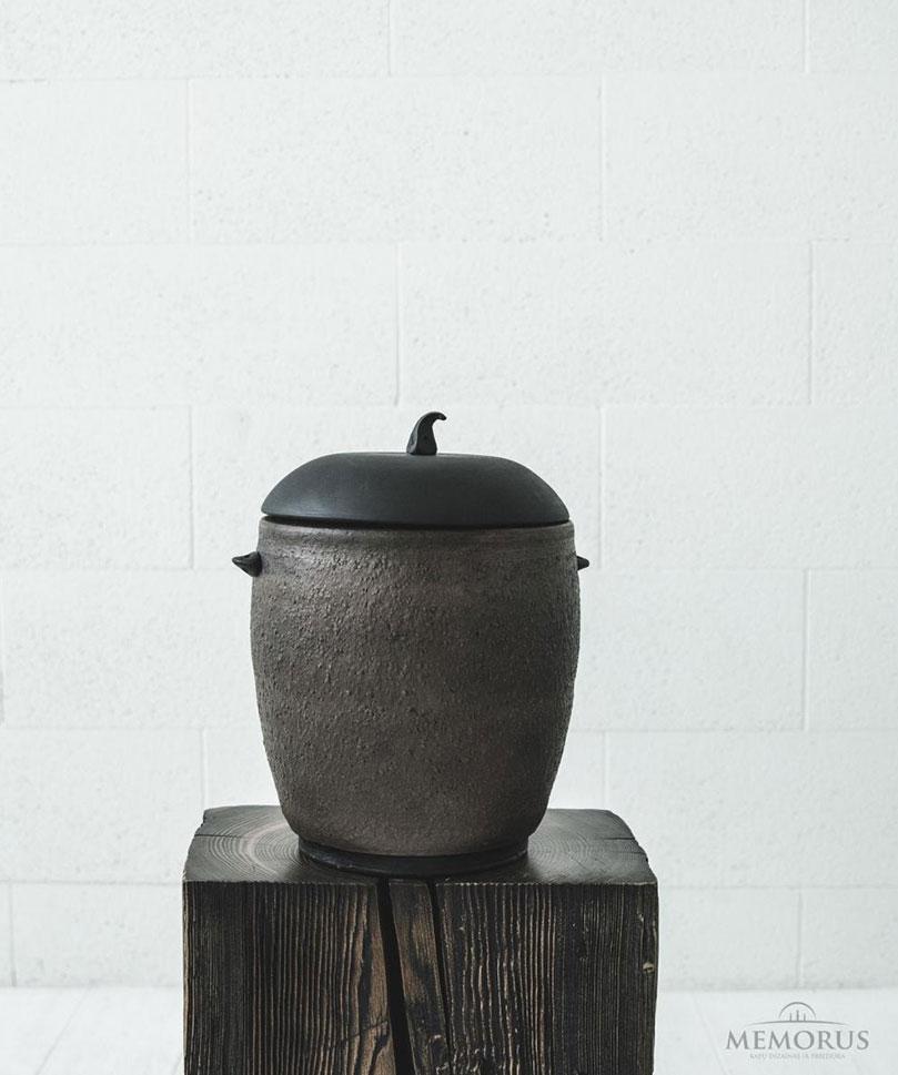 ruda-senovine-urna-su-faktura