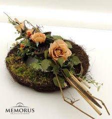 Dirbtinių gėlių kompozicija laidotuvėms