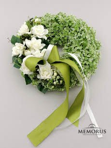 Gėlių vainikas laidotuvėms