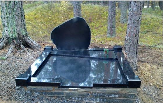 Kapo padengto plokšte nuotrauka po kapo sutvarkymo darbų