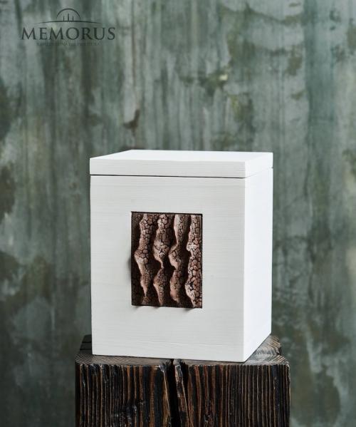 balta medine urna su autorine keramika