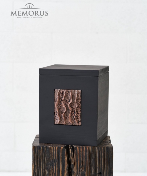 juoda moderni medine urna