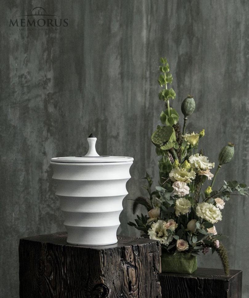 banguota urna Fabella su juodos spalvos dekoru