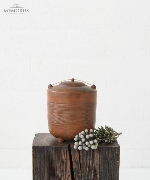 ruda kremavimo urna su medienos dekoracija