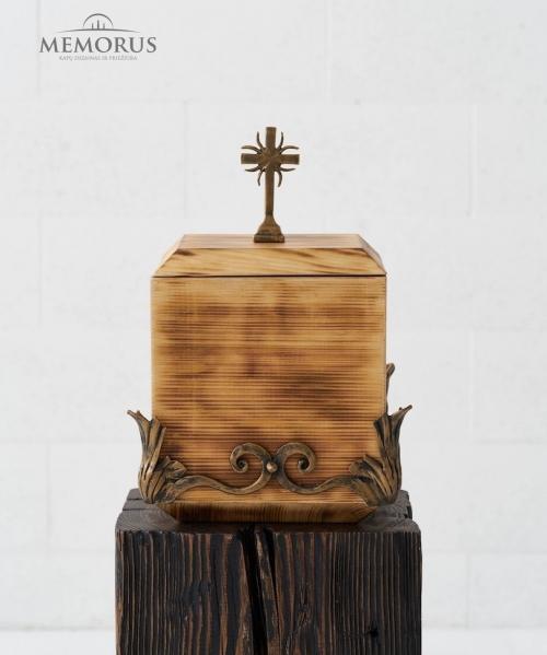 medine kremavimo urna su kalvyste