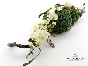 Originali dirbtinių gėlių kompozicija laidotuvėms
