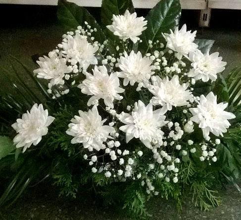 Gyvų gėlių krepšelis laidotuvėms